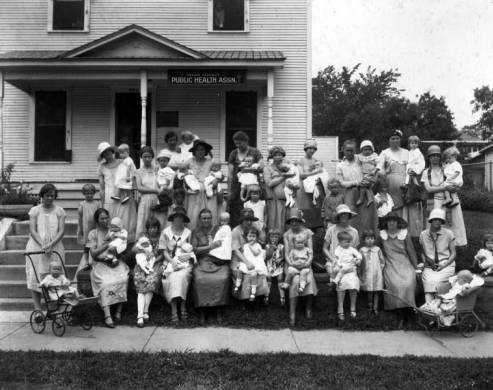 Black and white photo of historic Tulsa Public Health Association building and staff gathered in front.